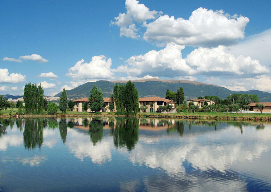 Hotel Spa & Golf Valle di Assisi: A Perfect Location To Host A Garden Wedding