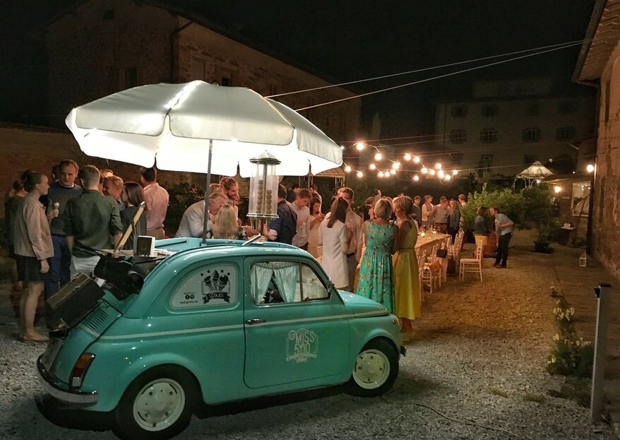 Looking to add some originality to your destination wedding in Italy? Serve sweets, cocktails and ice cream from a vintage Fiat 500